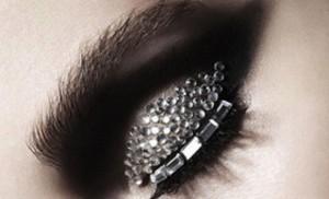 Khloe-Kardashian-Trend-Rhinestone-Makeup-112812-4-580x352